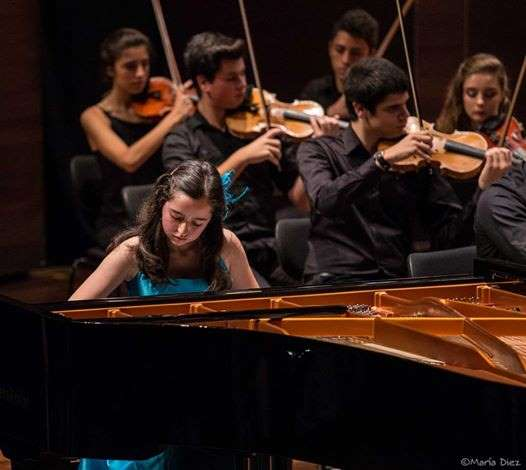 Laura Mota Pello, piano