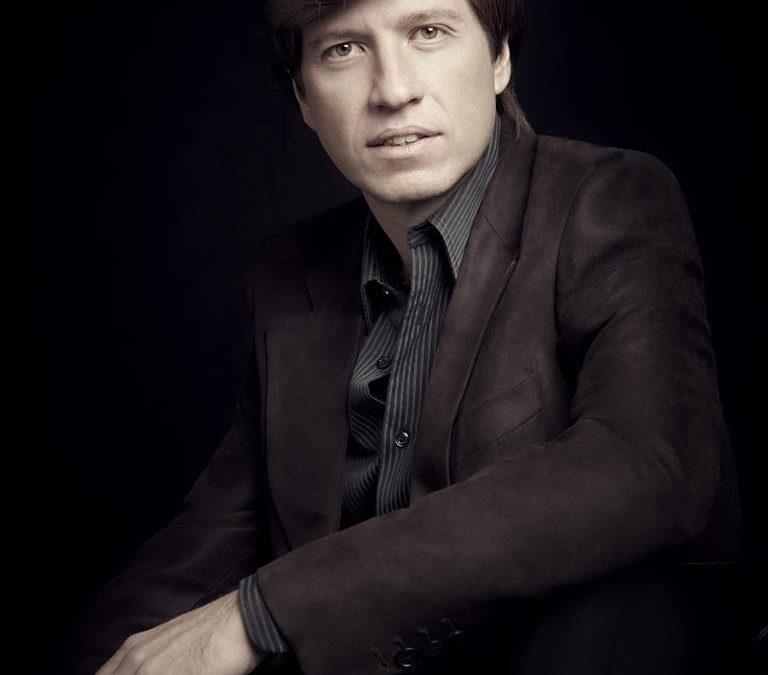 Mario Prisuelos, piano
