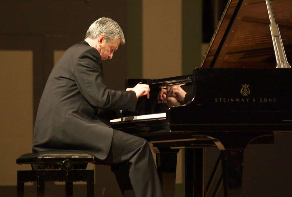 Vladimir Ovchinnikov, piano