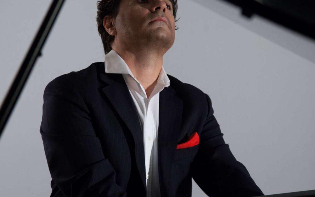 Gustavo Díaz-Jerez, piano